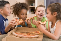 kids sharing pizza